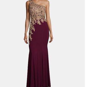 GORGEOUS Burgundy Dress by XSCAPE 🤩